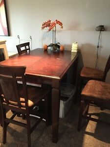 Pub style table w 4 chairs