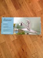 Kitchen faucet new pull out spray