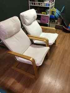 2 chaises de salon blanche 819-210-8561 peux faire livraison!