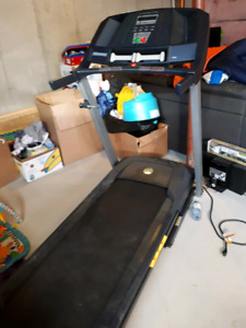 Golds Gym 10 Speed treadmill with 2lb weights