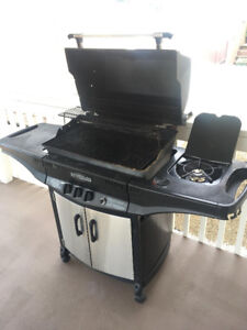 BBQ with rotisserie and side burner