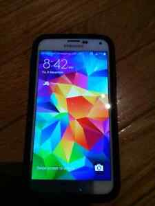 Bell Samsung galaxy s5 with otter box