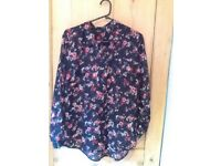 ️🌺 Size 18 navy with pink red floral print Papaya shirt pristine