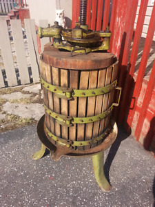MEARELLI, WINE PRESS MADE IN ITALY $75.00