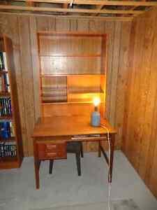 Free desk with hutch