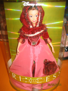 Princess Collectibles barbie dolls in case $25.00