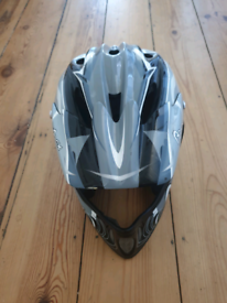 For sale is a MTB full face Apex helmet.