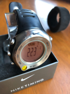 Montre NIKE Titanium watch barometer ,altimeter, Amstrong Oregon