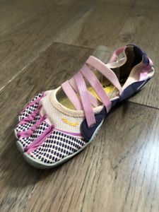 Womens Vibram Alitza fivefingers Grey/Rose/Purple Size US6.5/7