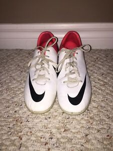 Youth (size 4.5) Nike Mercurial Vapor soccer cleats Kitchener / Waterloo Kitchener Area image 1