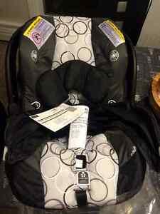 brand new car seat London Ontario image 2