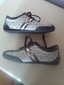 Lds Guess Lace Tied Brown Gold Shoes  - New 25$