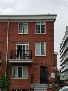 Downtown Toronto Corner Unit Townhouse - all Utilities Included