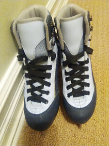Girl figure skate shoes -size 1