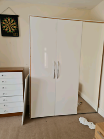 Doors for wardrobes in white gloss