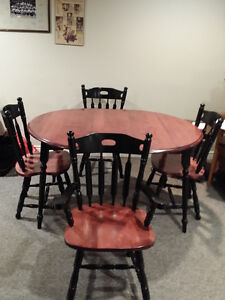 Wood table/w leaf & 4 matching chairs