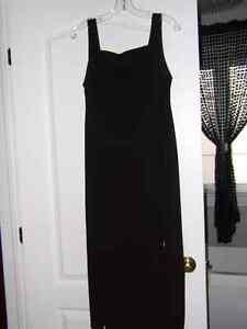 Robe noir de grandeur 10 ans