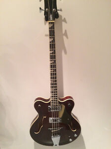 Basse Eastwood Classic 4 Bass Semi-Hollow