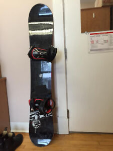 Used Snowboard (5ft3) with size 11 Bindings and Bag