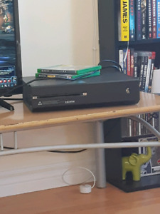 Xbox one 500g. 2 games and a controller.