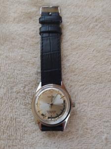 Beautiful NM Vintage 17j Swiss Mens Watch