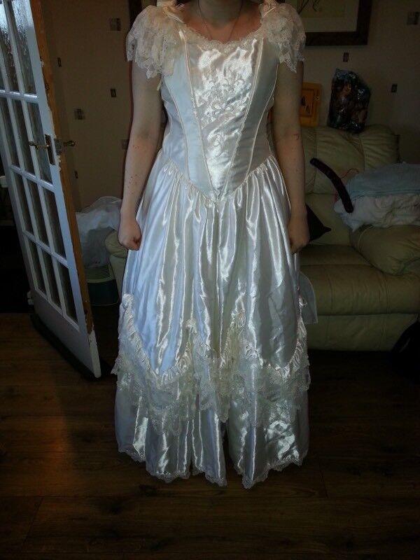 Ivory wedding dress size 16   in Morley, West Yorkshire   Gumtree