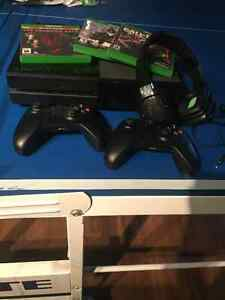Xbox One - 2 controllers, 4 games + headset Cornwall Ontario image 1