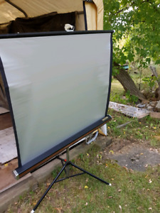 PHOTOGRAPHY SILVER SCREEN TRI-POD ...EXTENDS TO APPROX 38*X 40""