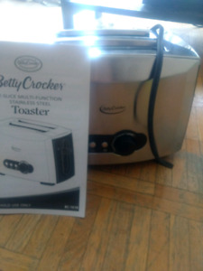 Betty crocker toaster never used 10$
