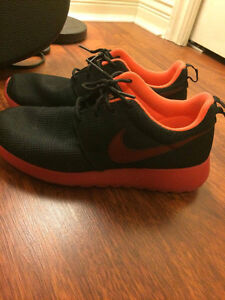 Nike Roshe Women's Shoes Black and Red