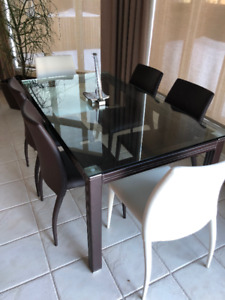Dining / Dinette Table and 6 chairs