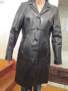 WILSONS LEATHER Black Leather Coat in good condition. Kingston Kingston Area image 1
