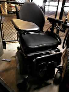 Quantum Q6 Edge Series Electric Wheelchair