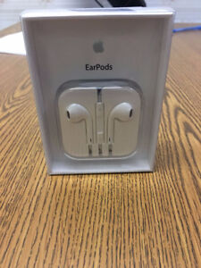 Apple® MD827ZM/A EarPods with Remote and Mic