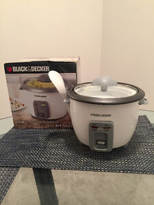 Black & Decker small 6-cup rice cooker (like new!)