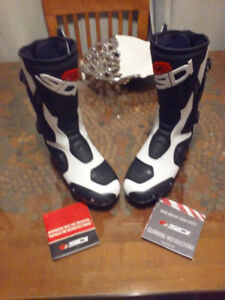 REDUIT! PRICE REDUCED! NEUF, NEW SIDI ROARR BOOTS, SIZE 10 US