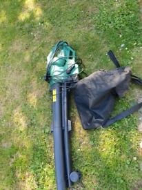 Garden leaf blower- vacuums £15 ono