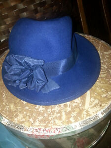 VINTAGE NAVY HAT WITH HAT BOX
