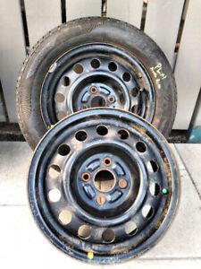 1 pneu d'été Jinyu P185/60R14 et 2 jantes 4 X 100 @ 50.$