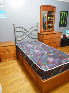Bedroom Set Solid Wood EXCELLENT CONDITION, GREAT PRICE!