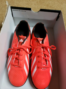 Indoor soccer shoes Adidas size 6 youth- brand new