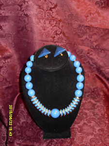 Retro/ Vintage large beaded blue necklace/clipon earrings