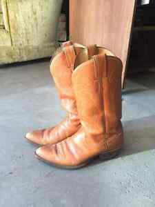 JUSTIN COWBOY BOOTS SIZE 7.5