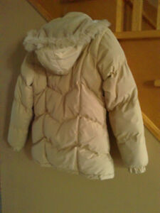 Women puffy beige coloured winter jacket coat Small London Ontario image 3