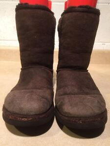 Women's UGG Classic Short Boots Size 7 London Ontario image 4