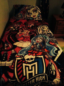 Monster High - Twin Bedding, Lamp, Curtains Peterborough Peterborough Area image 1