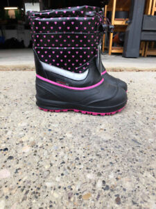 Girls' size 4 winter boots!