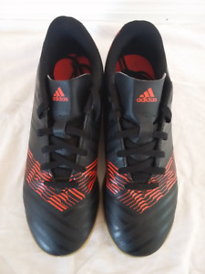 Adidas shoes Size 5 ½. Male badminton indoor soccer, basketball