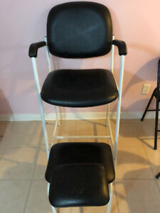 SELLING: MANICURE TABLE AND PEDICURE CHAIR