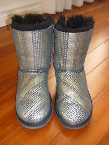 """Girl's """"Bailey Bow"""" Ugg Boots - size 4"""